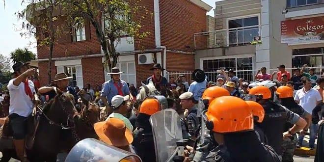 Protesto contra o exame do mormo em santiago rs