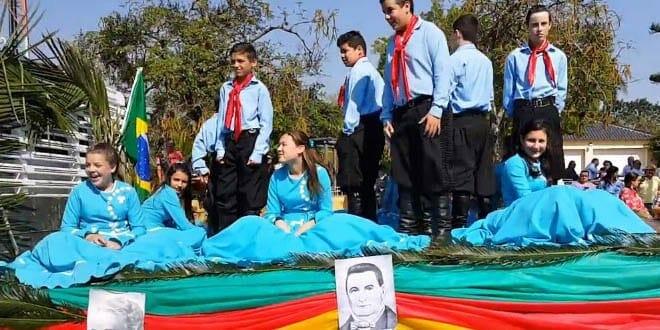 Desfile 20 de setembro em santiago rs